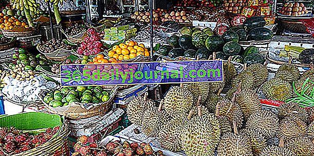 Екзотични плодове и зеленчуци, напоени със слънце